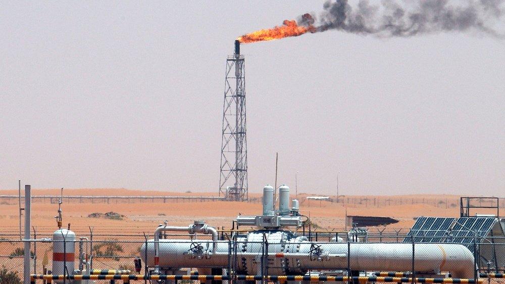 Dans le désert du champ pétrolier de Khurais, à environ 160 km  de Riyadh, Royaume d'Arabie Saoudite.