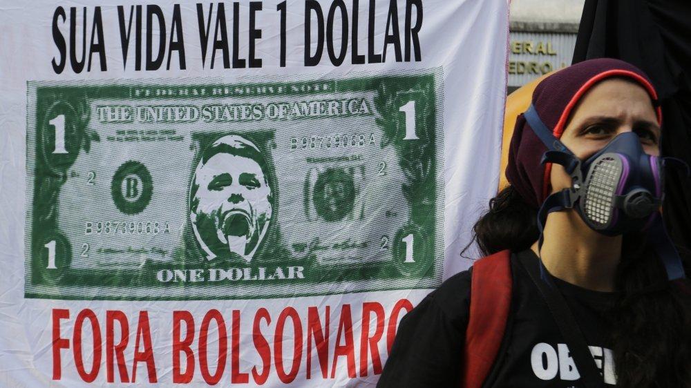 Manifestante sur l'avenue Paulista pour demander la démission du président brésilien Jair Bolsonaro,  à Sao Paulo, Brésil, samedi 3 juillet 2021.