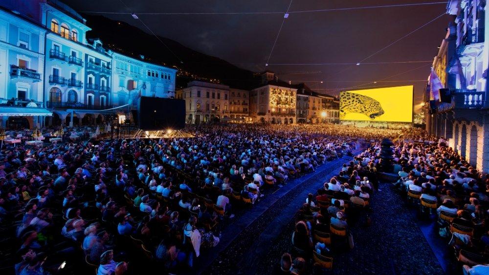 Les projections auront de nouveau lieu sur la Piazza Grande. Il faudra toutefois réserver ses places en ligne et présenter un certificat Covid. Pour les spectateurs qui n'en disposeraient pas, les films seront visibles en salle.