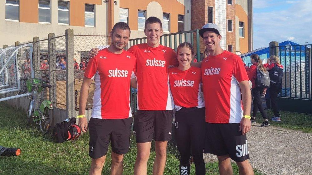 Les entraîneurs Julien Quennoz et Flavien Antille entourent les athlètes, Marius Farquet et Emma Van Camp.