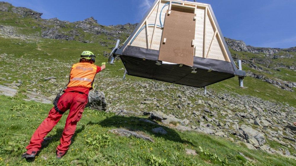Une dizaine de cabanes ont été installées sur les alpages cet été entre l'Entremont et la vallée de Bagnes. Elles permettront de loger les bergers sur place et de se prémunir contre le loup.