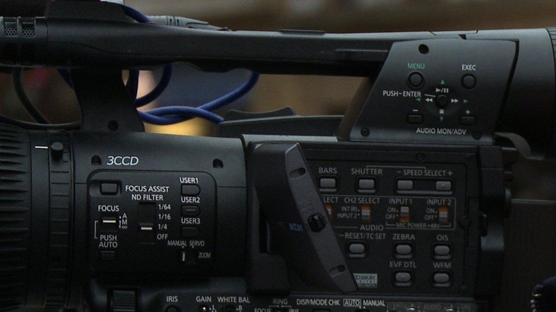 La réalisatrice documentaire Marie-Eve Hildbrand en tournage.