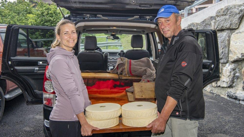 Enseignante à Genève, Aline Abouchar a passé une semaine sur l'alpage de Paul-André Perrin. Le paysan cherche encore des bras pour lui prêter main-forte jusqu'à l'automne.