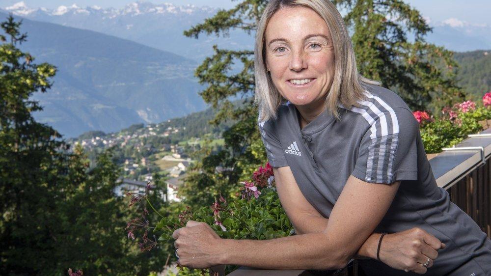 Sonia Bompastor est la première femme à s'asseoir sur le banc de l'OL. Elle possède également une riche carrière de joueuse.