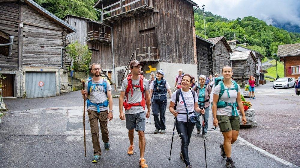 Dans le cadre du projet Road to Rome 2021, des marcheurs de la Via Francigena ont cheminé cette semaine en Valais. Nous les avons rencontrés mercredi au cœur de Bovernier, en route vers le col du Grand-Saint-Bernard.