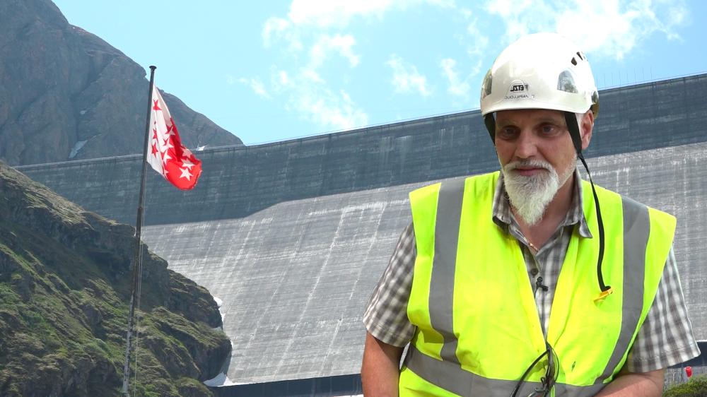 Eric Papilloud, chef de projet chez Alpiq, nous montre les travaux en cours de la Grande Dixence.