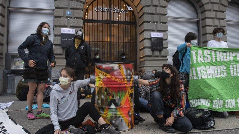 Zurich: UBS et Credit Suisse visés par des activistes du climat