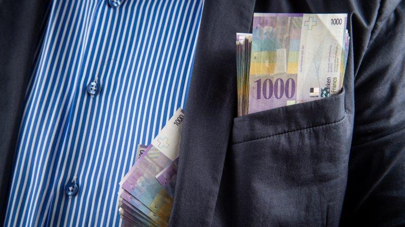 Neuchâtel: il trouve plus de 4000 francs par terre et les rend