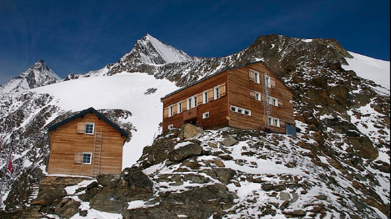 Le malheureux redescendait depuis la Mischabelhütte, en direction de Saas-Fee.