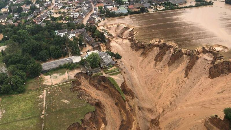 Inondations en Europe: au moins 103 morts en Allemagne et 20 en Belgique