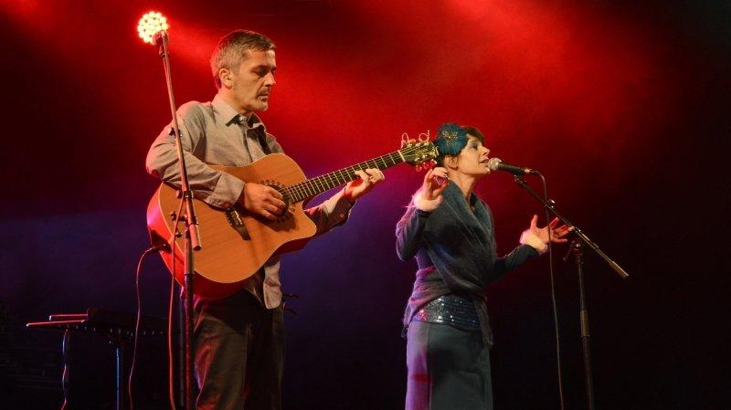 Hirsute, avec Valérie Fellay et  Alain Wirthner, à voir et entendre le 6 août sur la place Centrale de Martigny.