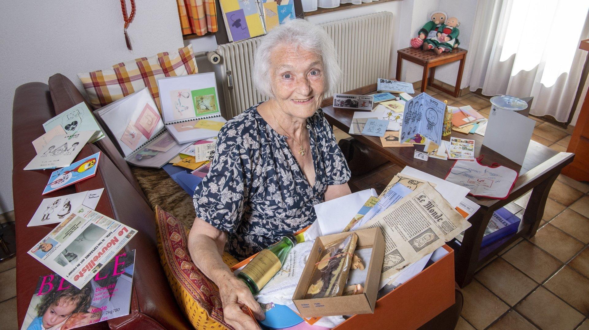 Sierre: elle possède une collection de plus de 7000 faire-part de naissance