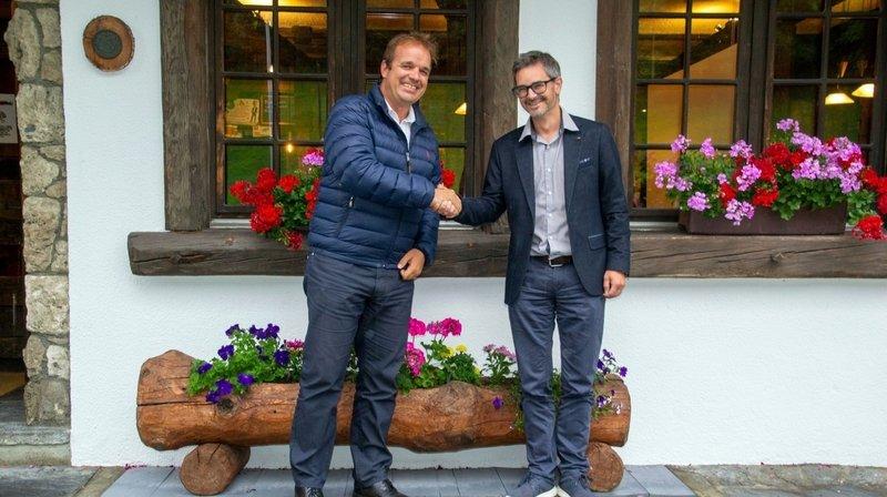 Didier Jacquemettaz (à dr.) succède à Julien Moulin à la présidence de la destination touristique Pays du Saint-Bernard.