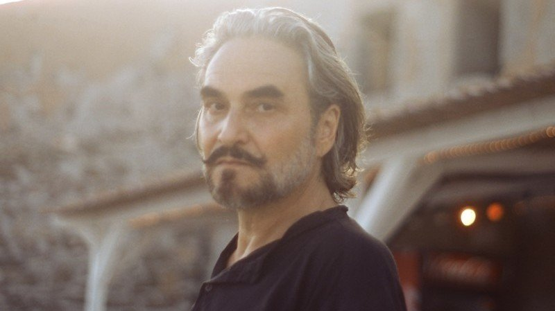 Stephan Eicher présente en deux fois son «Radeau des inutiles» à Sion, dimanche 25 et lundi 26 juillet. Les deux concerts affichent complet.