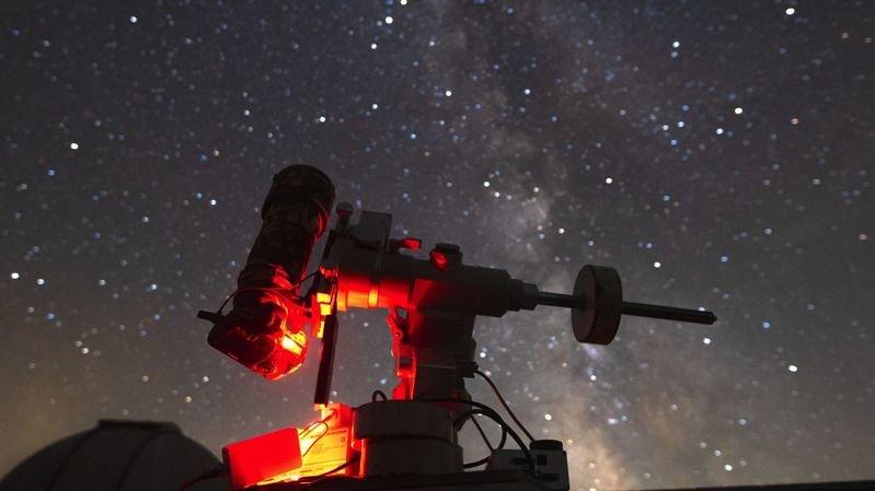 Le Dobson de 610 mm de l'OFXB, qui est utilisé lors des soirées astronomiques, restera à l'observatoire. Un instrument de 150 mm de diamètre sera positionné au village.
