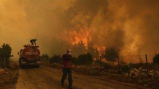 Les incendies font rage dans le sud de l'Europe, villages évacués