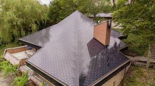 Energie: une maison recouverte de tuiles solaires
