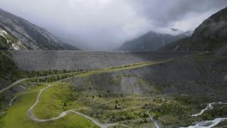 Au coeur des monstres de béton (5/5): Mattmark, un barrage sans béton mais avec une lourde histoire