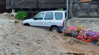 Intempéries: une coulée arrive dans le village d'Oberwald