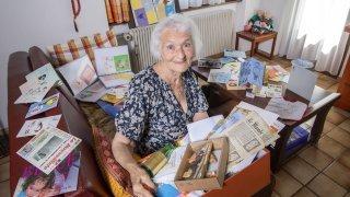 Sierre: Paulette Berguerand possède 7000 faire-part de naissance, dont certains insolites