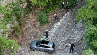 Le Bouveret : une voiture bloquée sur un chemin pédestre au-dessus du vide
