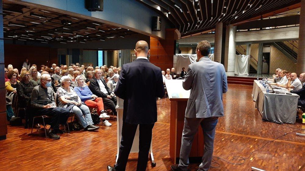 Comme à Collombey-Muraz, le rapport de fusion a été présenté à la population lors de deux soirées.