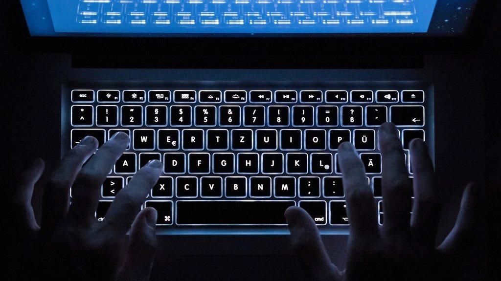 Des centaines d'adresses e-mail de collaborateurs du canton du Valais circulent sur le darknet.