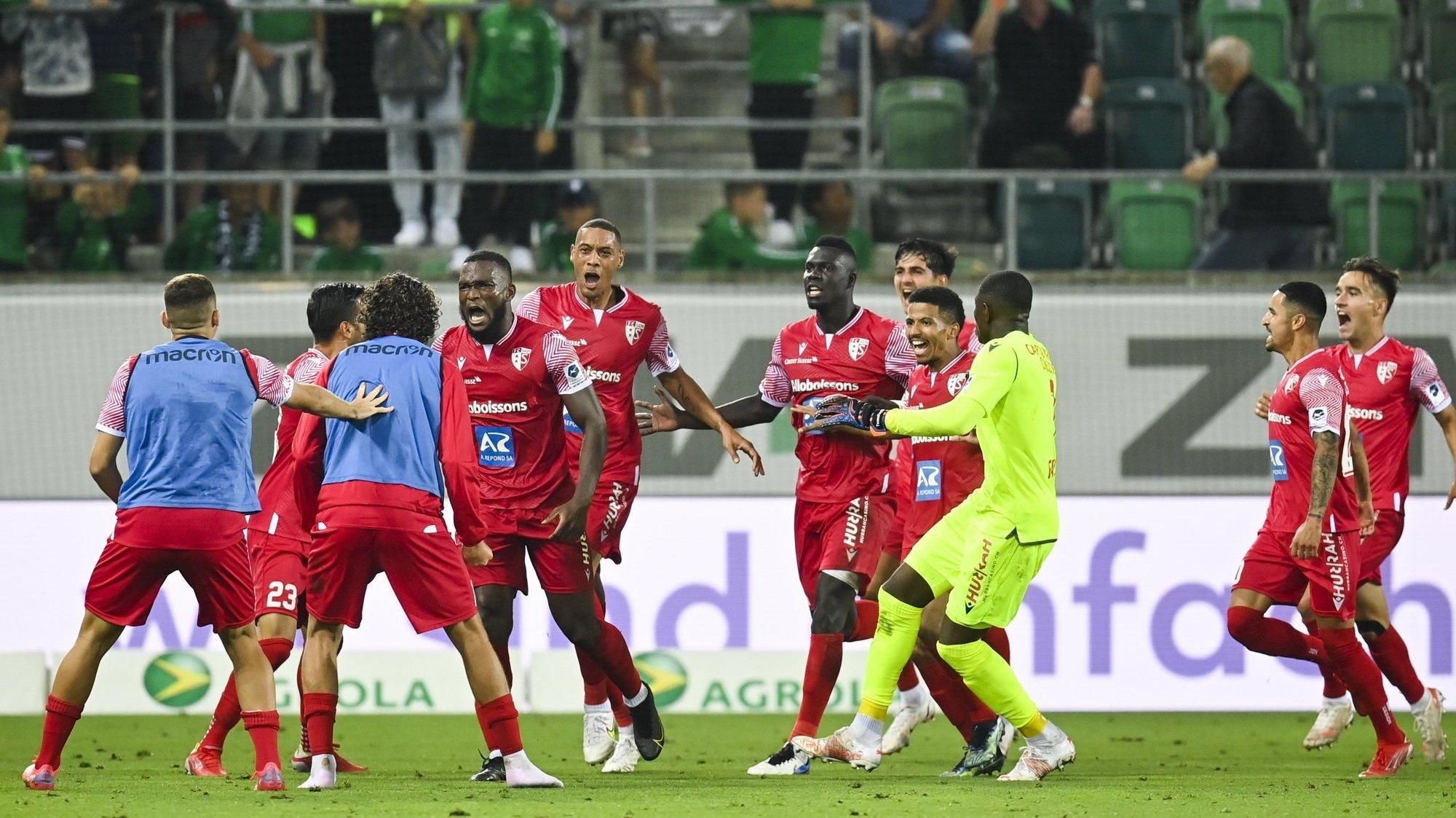Les joueurs du FC Sion exultent après l'égalisation de Guillaume Hoarau contre le FC Saint-Gall.
