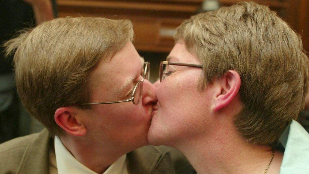 Le 6 juin 2003, Marion Huibrechts et Christel Verswyvelen se disaient «oui», devenant le premier couple  homosexuel marié en Belgique.
