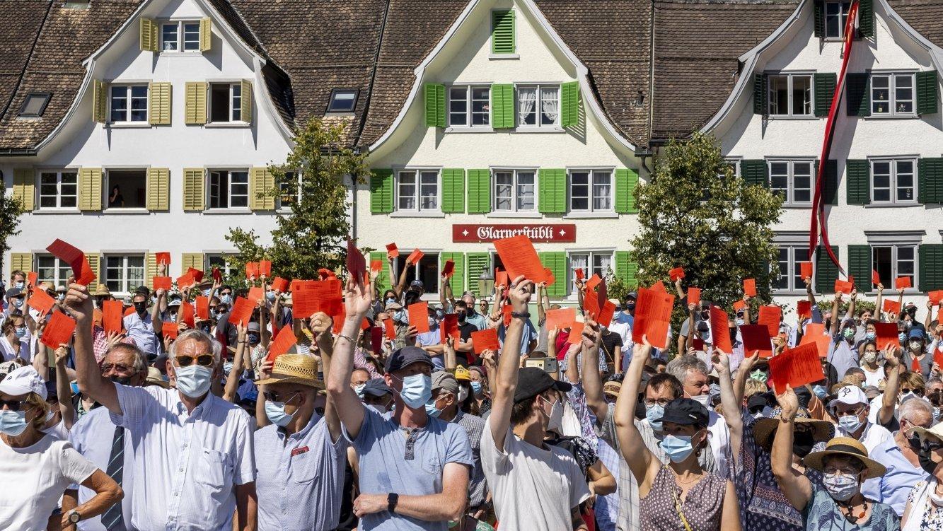 La Landsgemeinde de Glaris a une nouvelle fois débouché sur une décision surprenante et radicale.