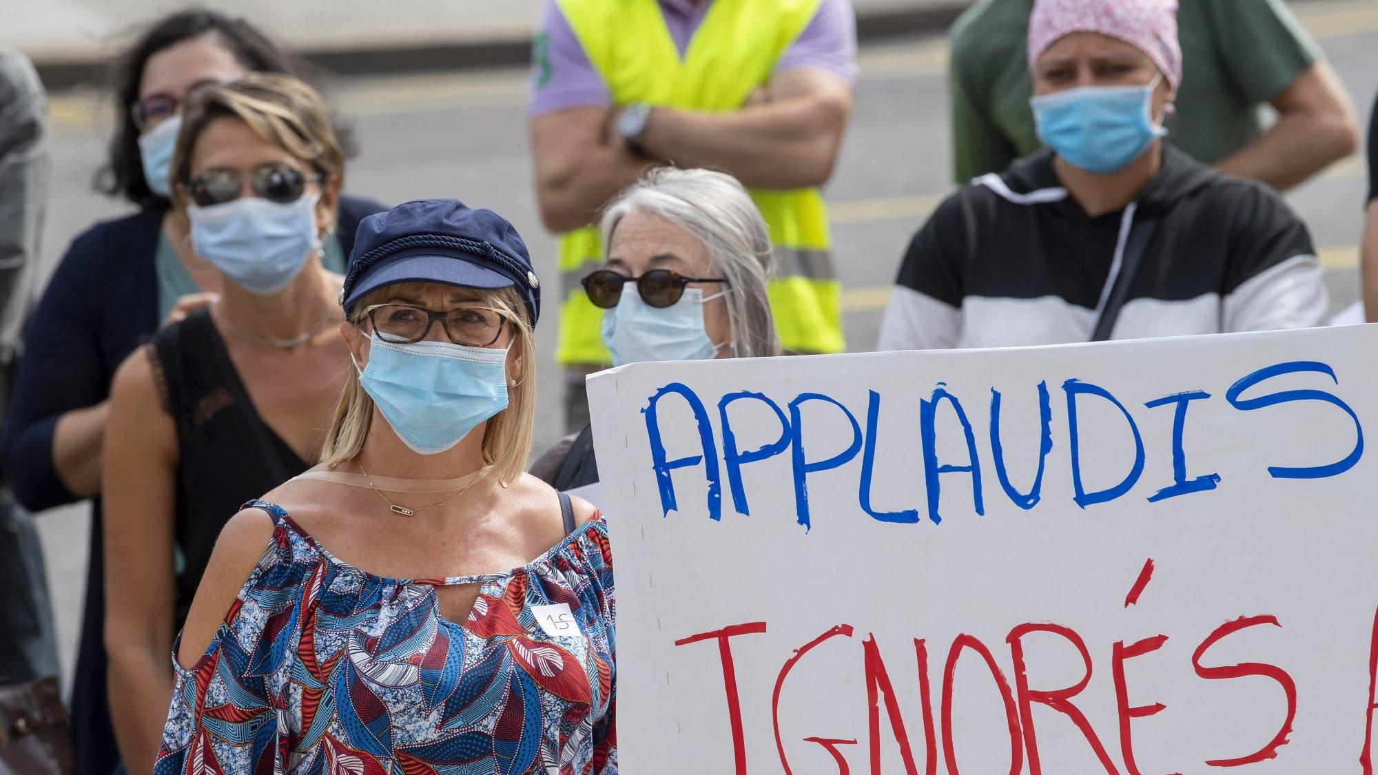 Manifestation publique de soutiens aux infirmieres des blocs operatoires des Hopitaux Universitaires de Geneve (HUG), le 19 septembre 2020 à Genève.
