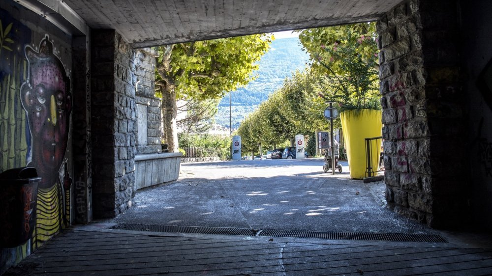 De nuit, ce passage sous-route et la place aménagée sur la rue de Condémines sont propices aux rassemblements discrets. C'est là que l'altercation fatale à un homme de 70 ans s'est déroulée le 7septembre dernier.