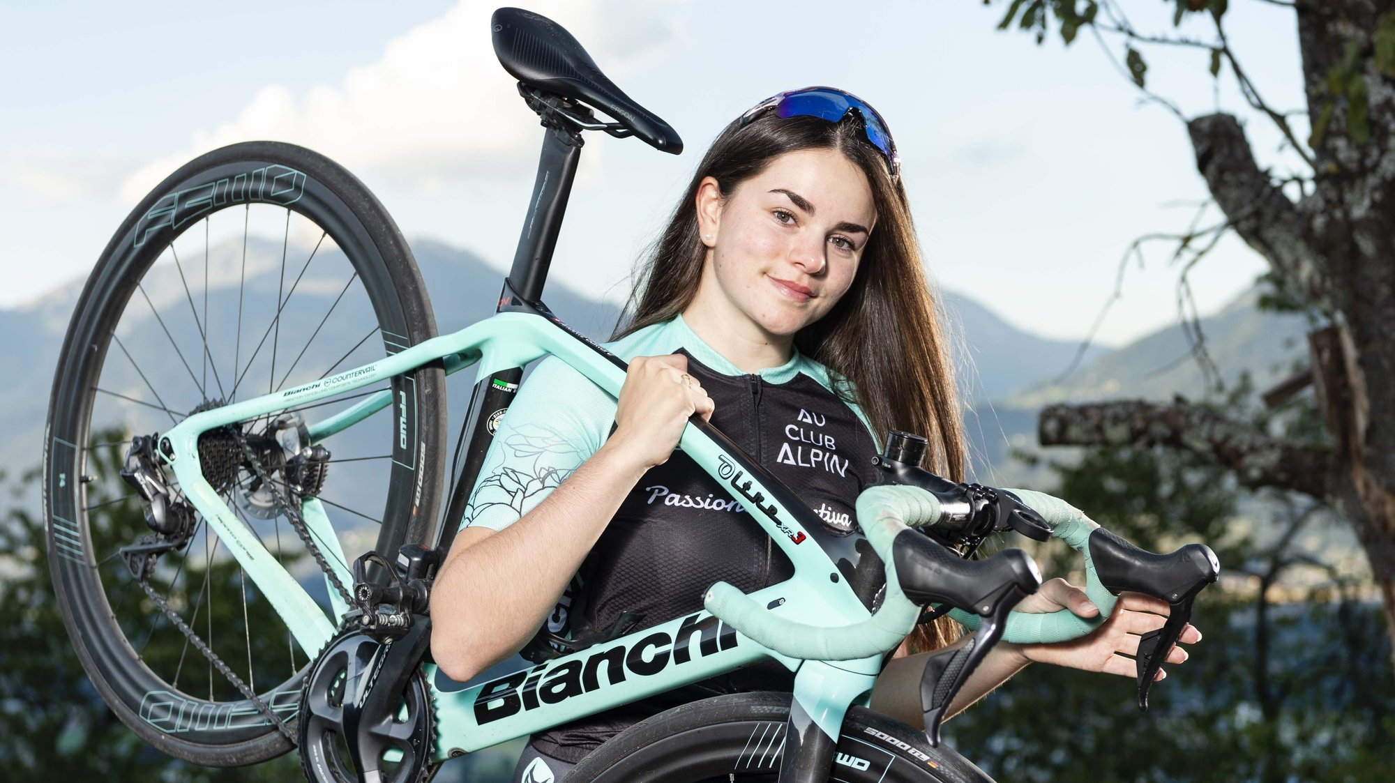 Anaëlle Gaillard ne se sépare jamais très longtemps de son vélo depuis quelques semaines.