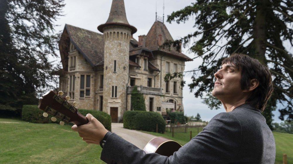 Marc Aymon a trouvé au château Fallot l'écrin idéal pour matérialiser l'ambition humaniste de son nouvel album. Une ode à la matière, au lien, à la chair et au sens.
