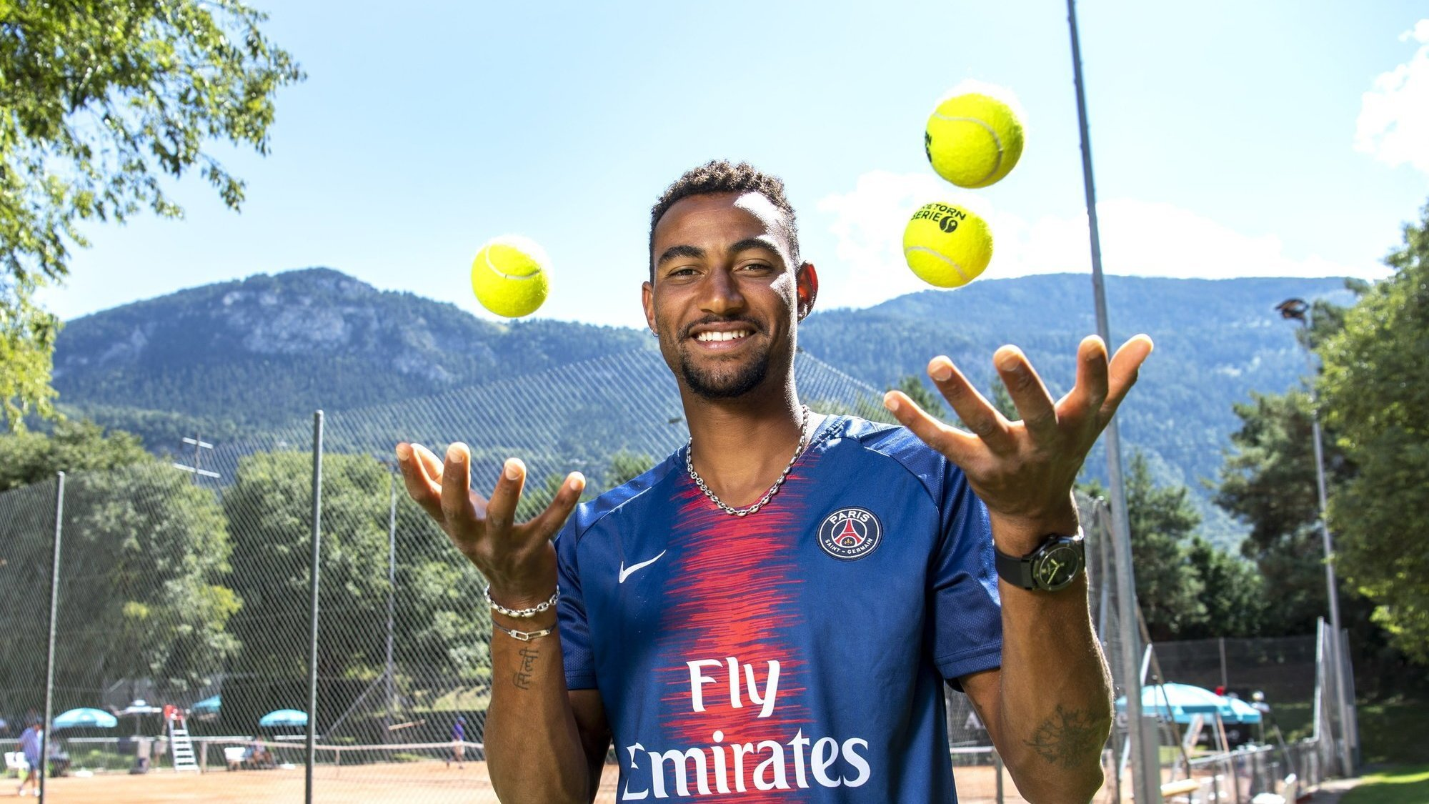 Calvin Hemery, le maillot du PSG sur les épaules, est surtout à l'aise avec des balles de tennis.