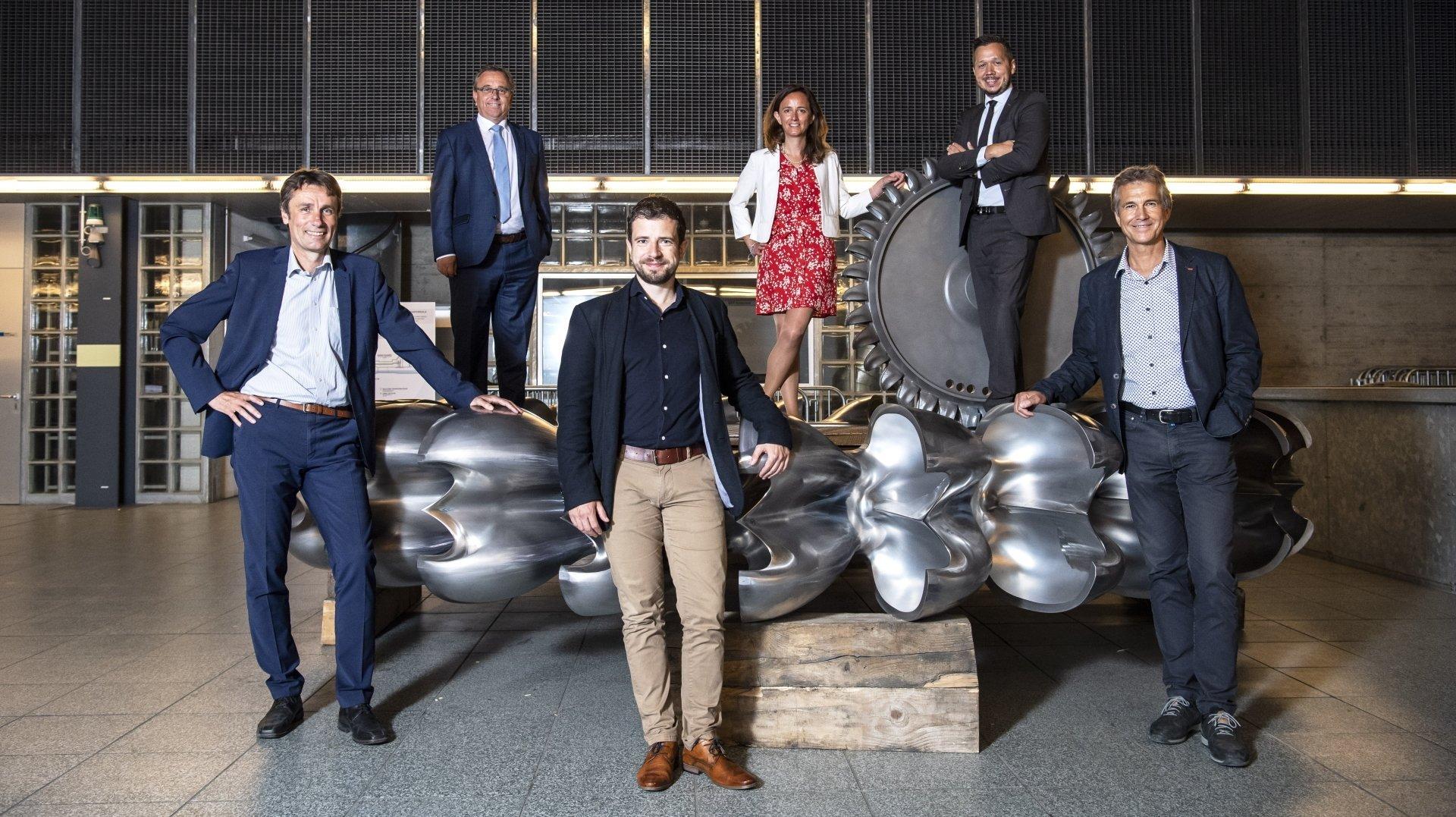 De g. à d.: Stéphane Maret, Roberto Schmidt, Amédée Murisier, Cécile Münch-Alligné, Gaëtan Cherix et Elmar Kämpfen ont levé le voile mardi sur l'Hydro Alps Lab.