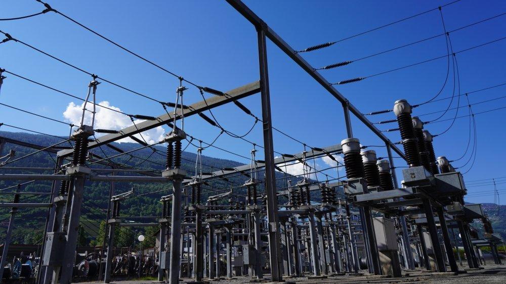 Réseau électrique de la sous-station des Ronquoz à Sion.