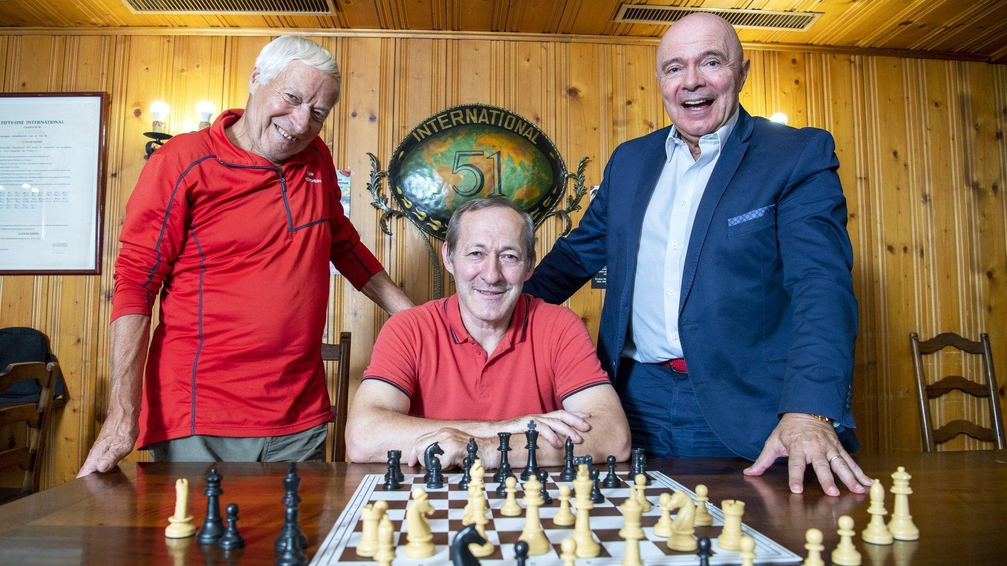 Fernand Pellaton, Milan Bijelic et Alex Günsberg se réjouissent de pouvoir de nouveau déplacer leurs pièces sur l'échiquier face à un adversaire en présentiel.