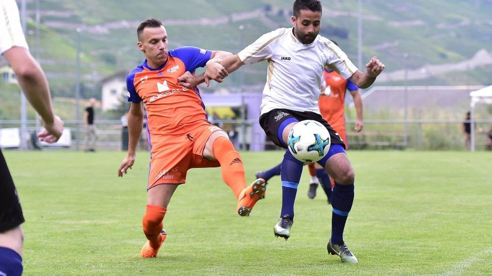 Stéphane Abrantes, en blanc, et le FC Bagnes figurent parmi les favoris de leur groupe.