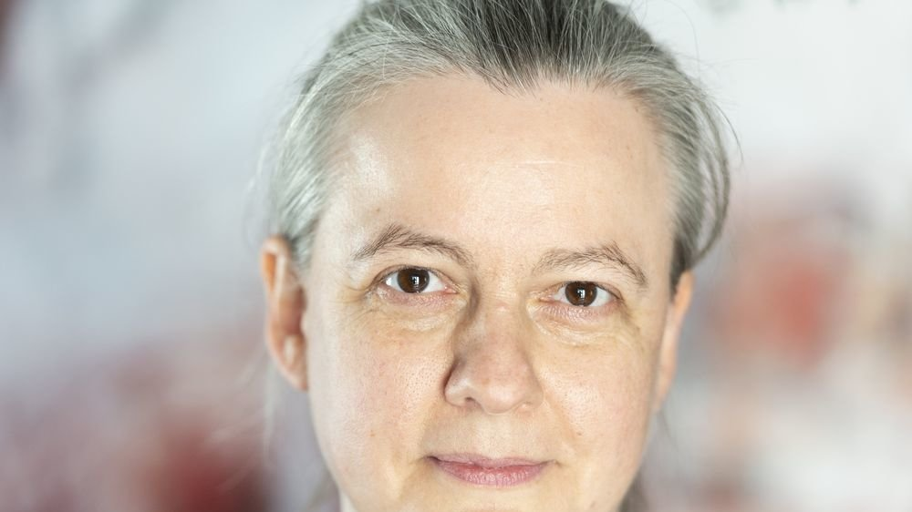 Monique Lehky Hagen, visage bien connu des médecins valaisans, prône une piqûre de rappel des gestes barrières dans leur totalité car se focaliser sur le vaccin ne suffira pas, en plus de diviser la population.