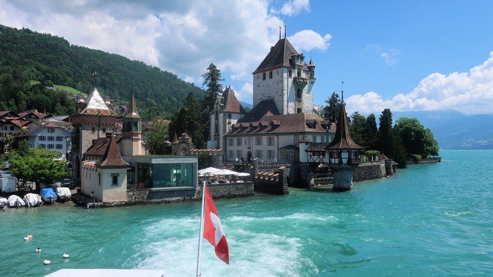 Une croisière sur le lac de Thoune permet de découvrir cinq châteaux.