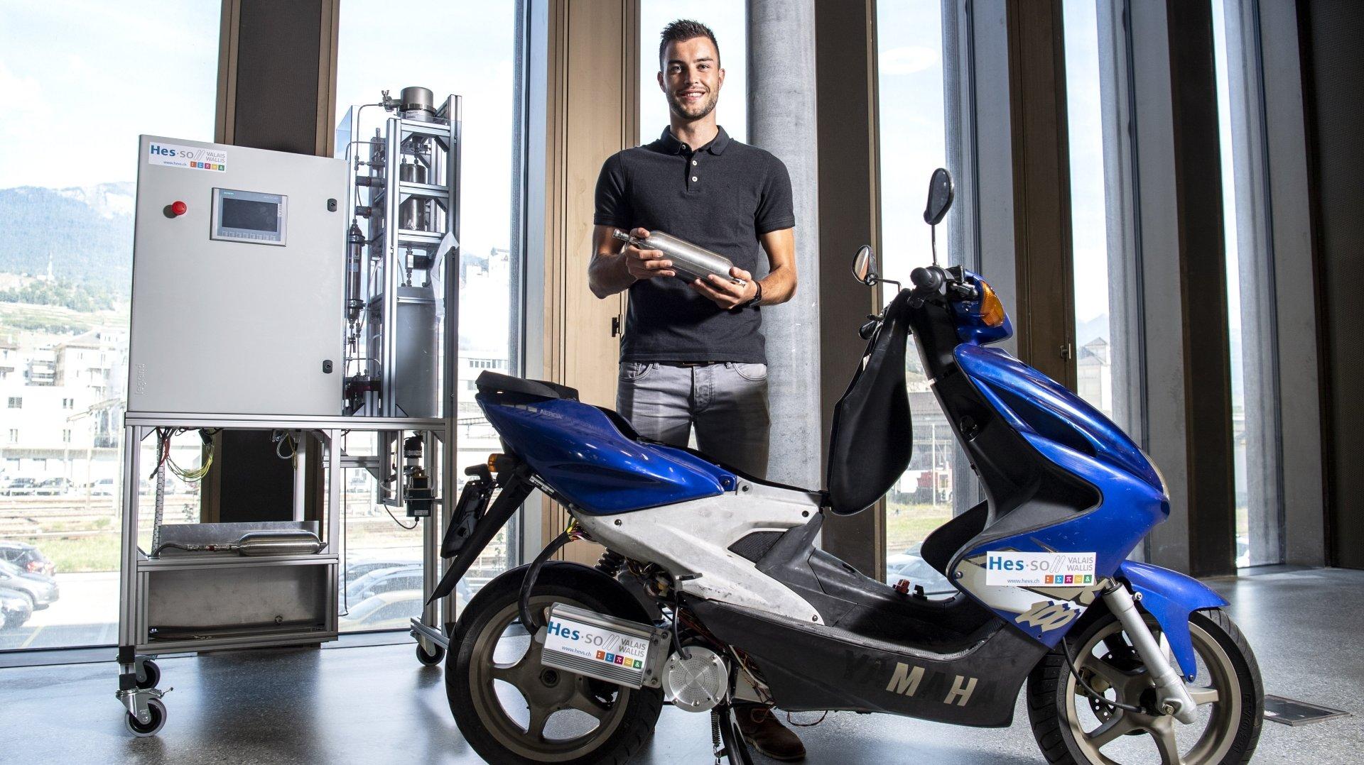 Dans le cadre de son travail de master, Julien Udry a mis au point un scooter à hydrogène ainsi que la station de recharge qui va avec.