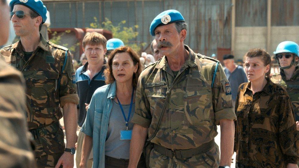 Professeure d'anglais à Srebrenica, Aida (Jasna Đuričić) est engagée comme interprète dans un camp tenu par des Casques bleus hollandais…