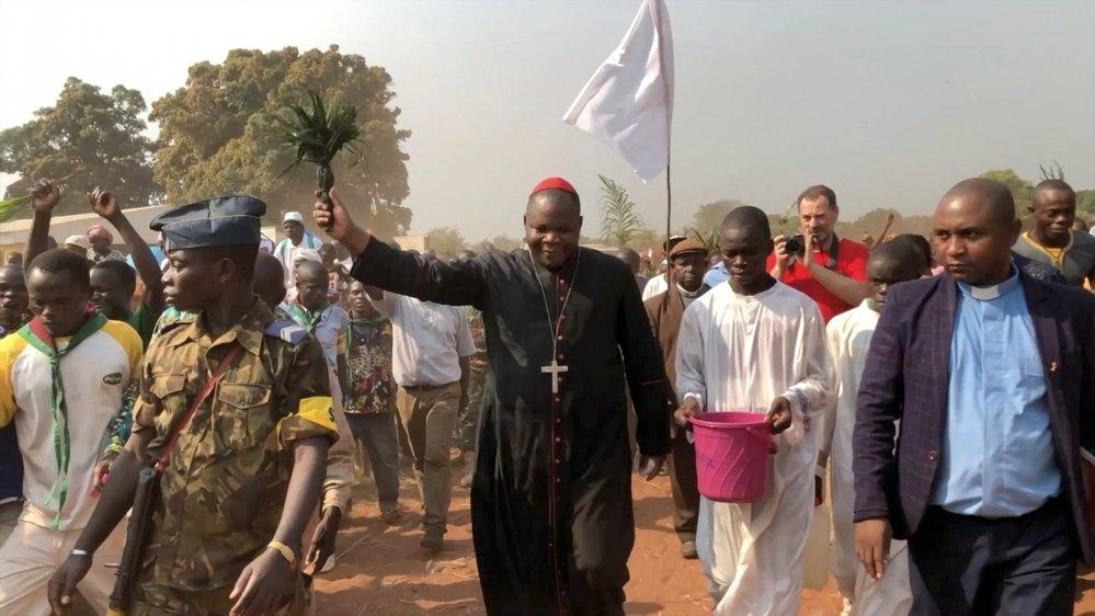 Le cardinal Dieudonné Nzapalainga arpente le pays pour apaiser les tensions entre communautés chrétiennes et musulmanes.