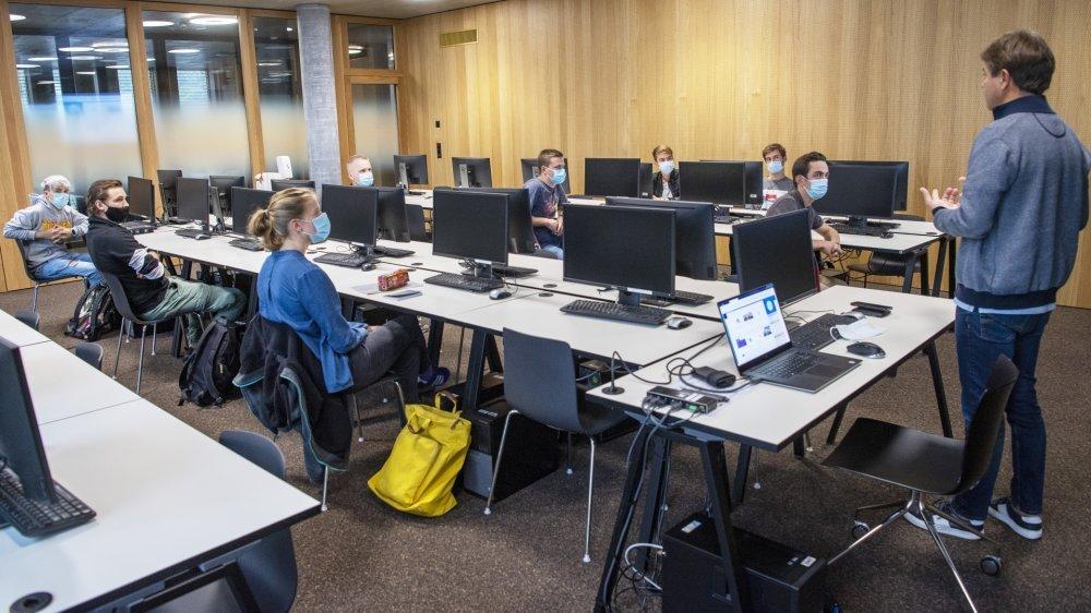 Les étudiants de la Haute école d'ingénierie de la HES-SO Valais-Wallis ont découvert leurs nouveaux locaux lundi.