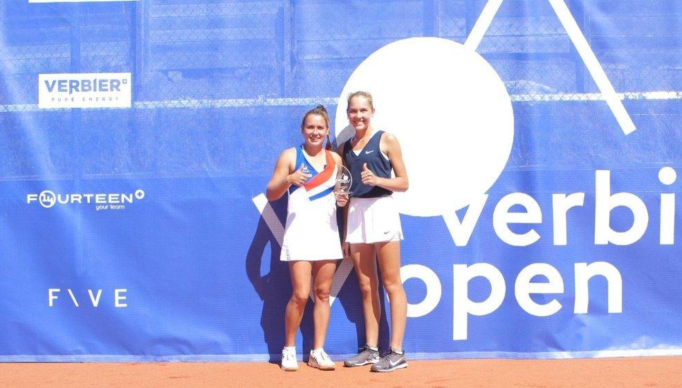 Ylena In-Albon (à gauche) a battu Erika Andreeva en finale.