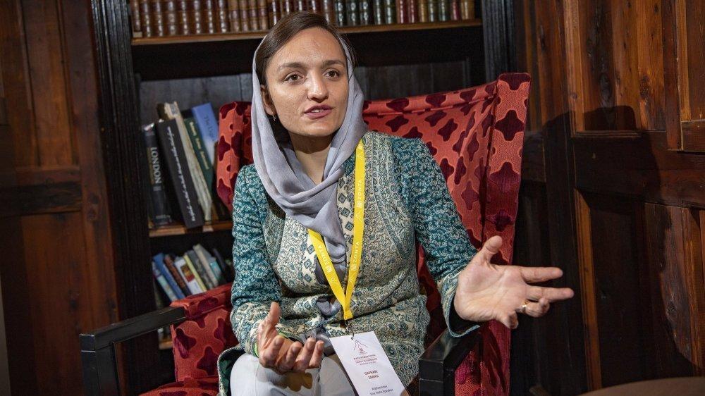 Ayant fui l'Afghanistan après la prise de pouvoir des talibans, Zarifa Ghafari profite de porter haut et fort sa voix pour les femmes de son pays.