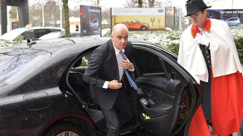 Le ministre aurait utilisé sa voiture de fonction à des fins privées.