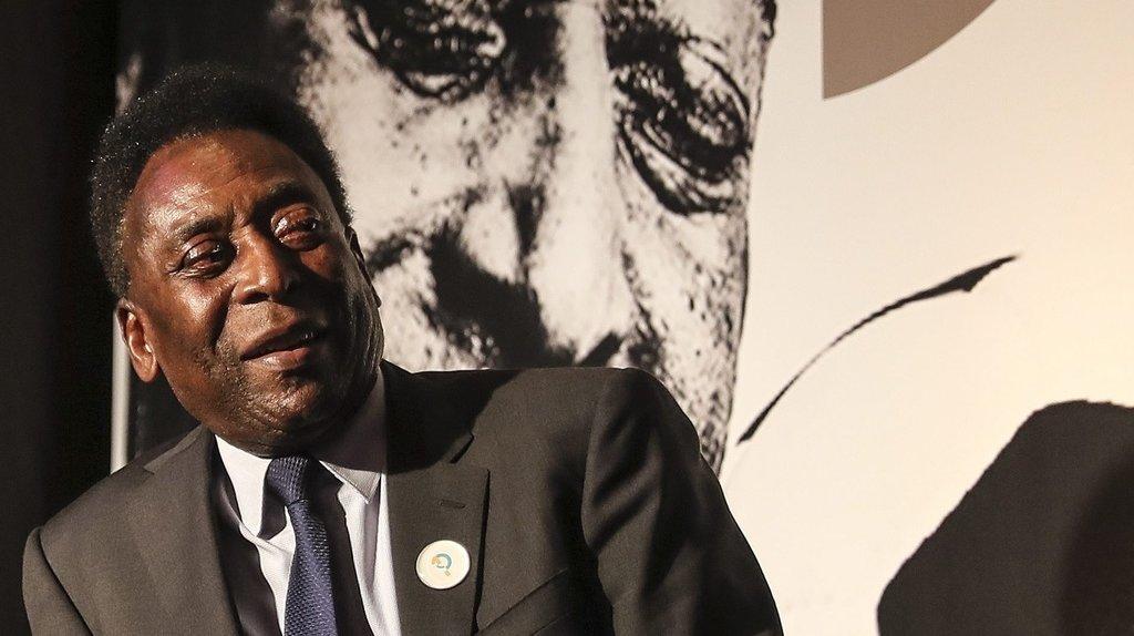 """Pelé hospitalisé depuis six jours à cause d'une tumeur """"suspecte"""" au côlon"""