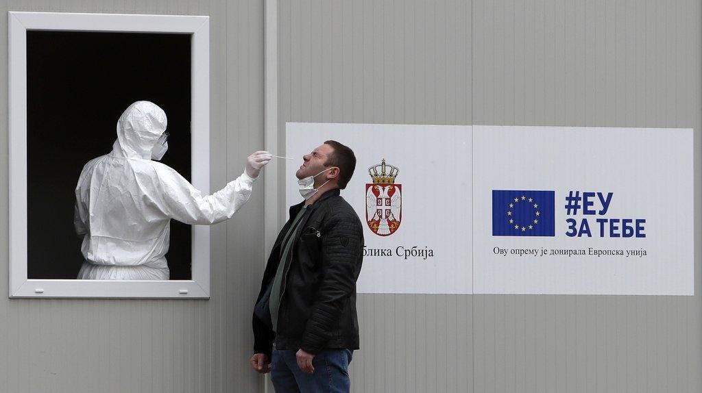 Coronavirus: nombre record de contaminations quotidiennes en Serbie